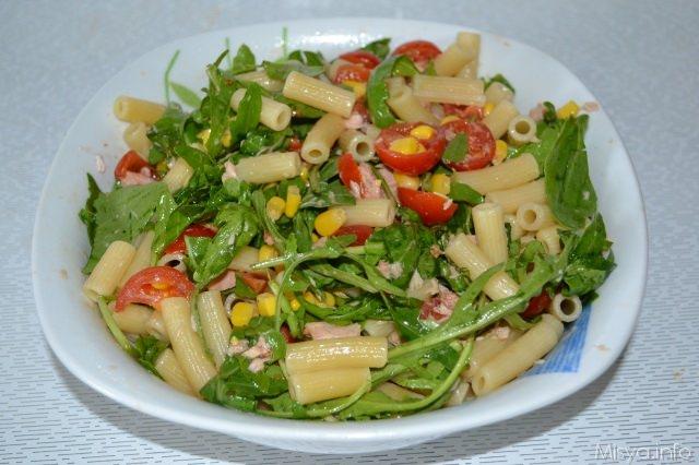 insalata di pasta con rucola pomodorini