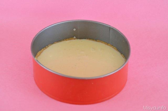 Versare la crema al formaggio