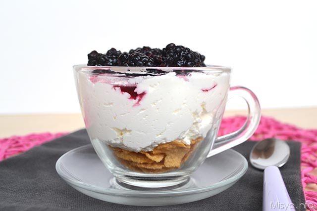 Dessert-light yogurt e cereali