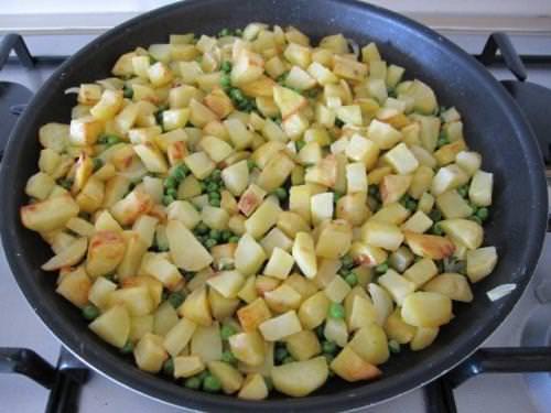 Patate al forno con piselli