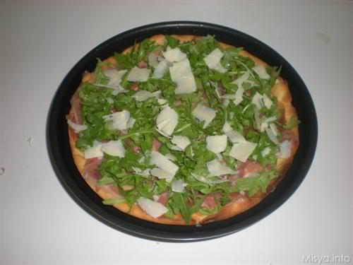 Pizza prosciutto crudo, rucola e parmigiano