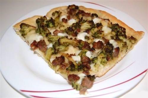 Pizza broccoli e salsicce