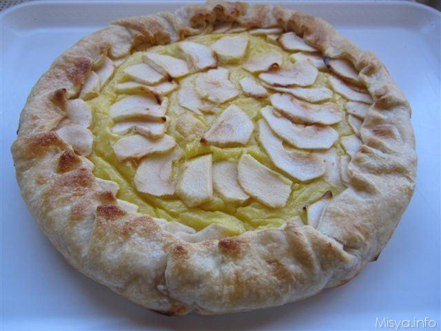 Crostata con crema frangipane e mele