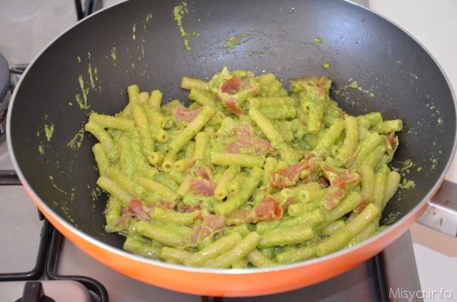 Pasta con prosciutto crudo e pesto di zucchine ricetta for Ricette primi piatti veloci bimby