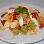 insalata di pasta pomodori e mozzarella