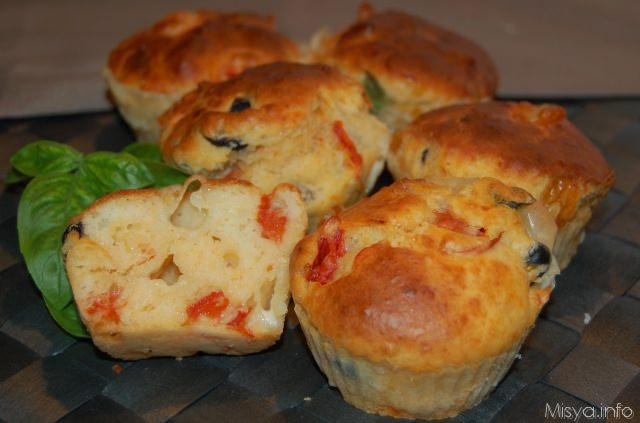 Muffin salati provola e pomodorini