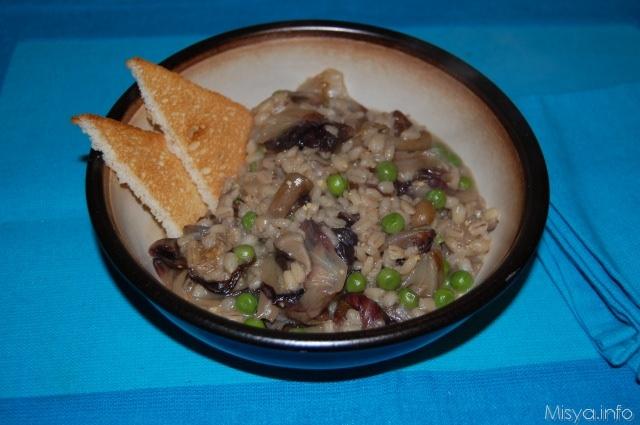 Zuppa d'orzo con funghi e piselli