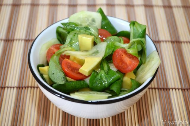 Insalata di avocado songino e cetriolo