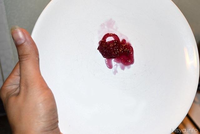 controllare che la marmellata di cipolle di tropea sia pronta facendo la prova del piattino