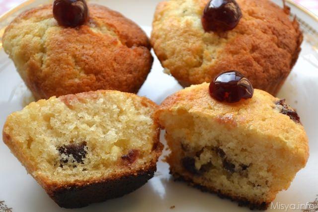 Muffin con cioccolato bianco e amarene