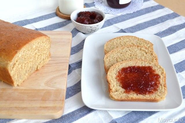 Pane integrale e marmellata
