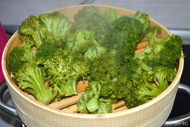 2 broccoli a vapore