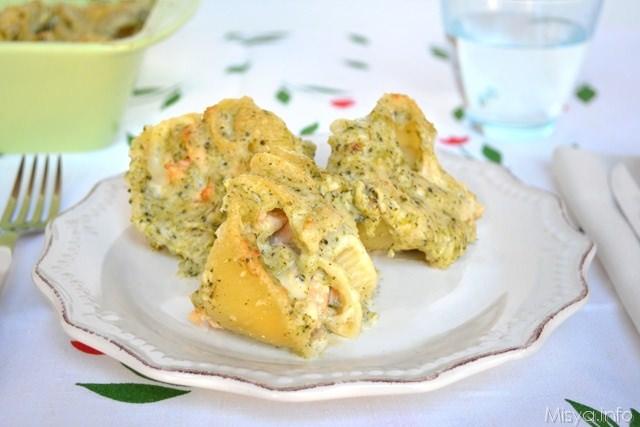 Conchiglioni ripieni di salmone e broccoli