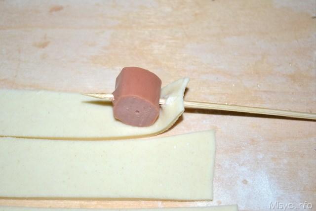Spiedini di pasta sfoglia con wurstel e olive 2