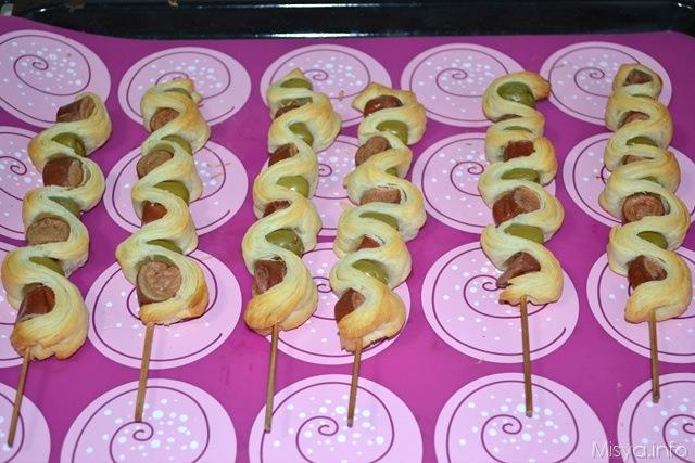 Spiedini di pasta sfoglia con wurstel e olive 5