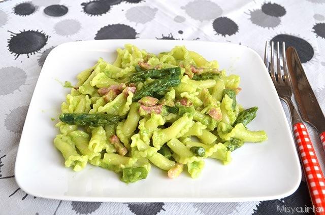 Pennette agli asparagi ricotta e pepe verde