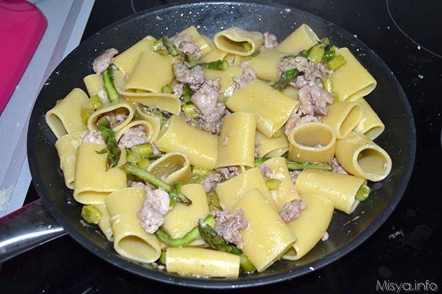 paccheri con asparagi e salsiccia 10