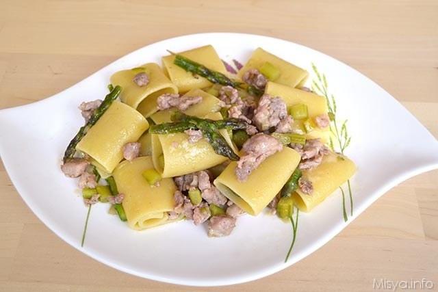 Paccheri con asparagi e salsiccia