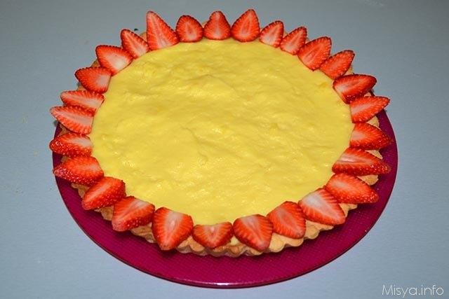 13 guarnire la crostata alla frutta