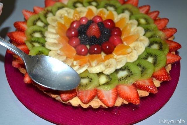16 gelatina sulla crostata alla frutta