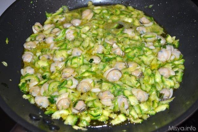 pasta con zucchine e vongole - ricetta pasta con zucchine e ... - Come Cucinare Le Vongole Surgelate