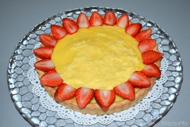 crostata con crema pasticcera guarnire fragole 1