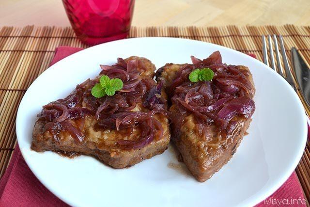 Secondi piatti ricette Tonno con cipolle in agrodolce