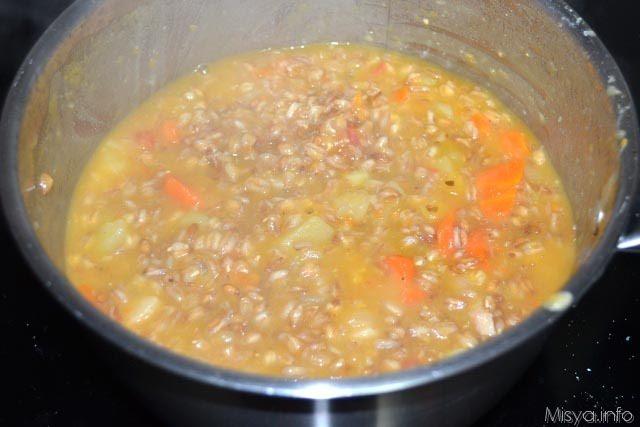 Zuppa di farro con patate e carote 10