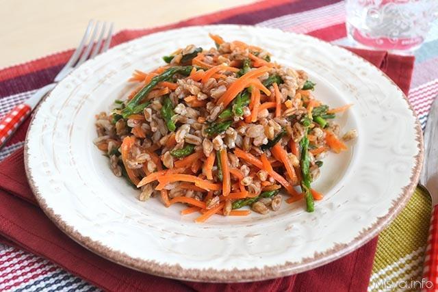 Farro con asparagi e carote