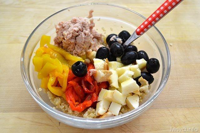 Insalata di quinoa con peperoni e tonno 8
