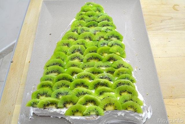 3 sistemare fettine di kiwi