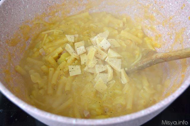 14 aggiungere scorze di formaggio