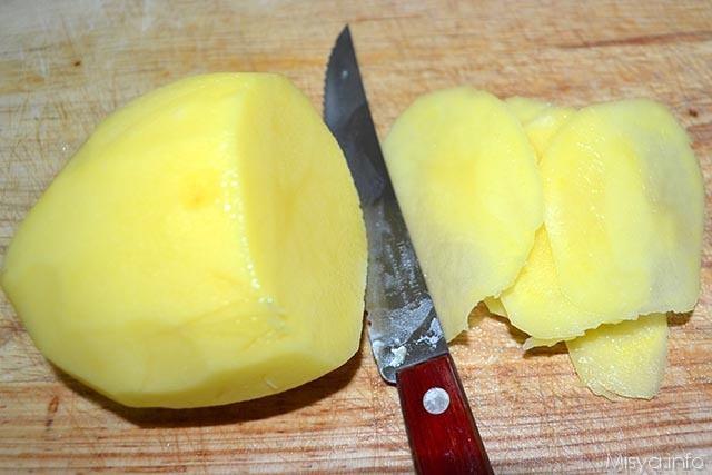 2 tagliare patate a fettine