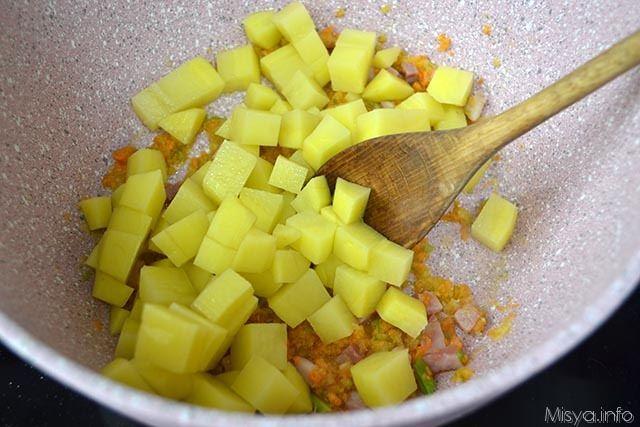 4 aggiungere patate