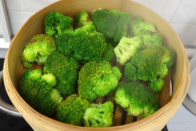 2 cuocere broccoli a vapore