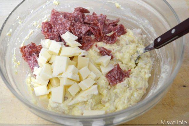 10 aggiungere salami e formaggio