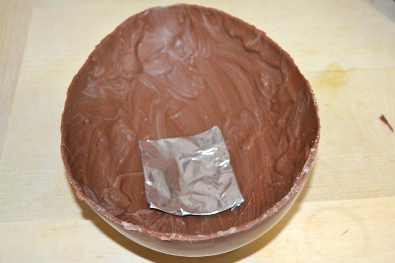 13 mettere sorpresa nell uovo