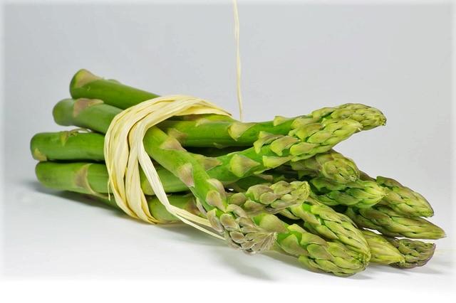 Come pulire gli asparagi for Cucinare asparagi