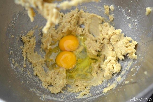 2 aggiungere uova