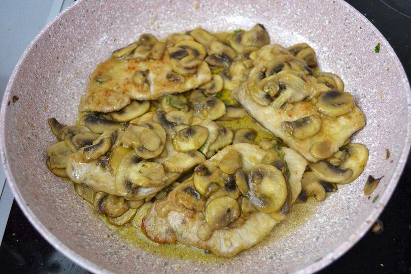 10 cuocere fettine e funghi