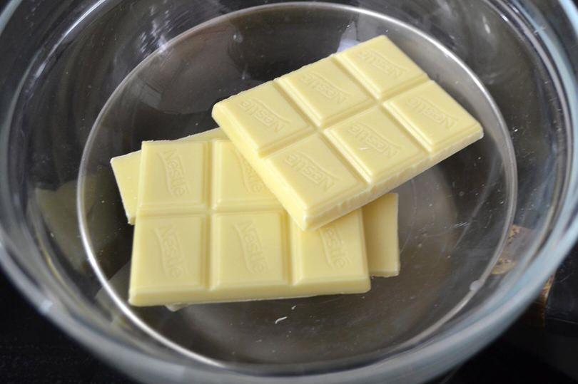 Rotolo al cioccolato bianco ricetta rotolo al - Bagno di cioccolato ...