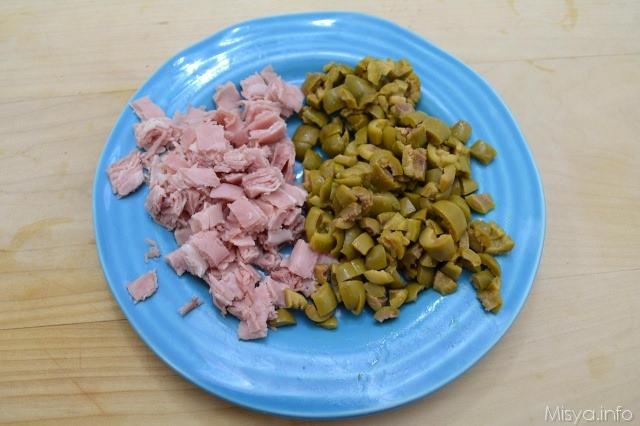 8 olive e prosciutto sminuzzati