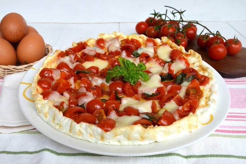 Finta pizza di albumi ricetta finta pizza di albumi di for Ricette leggere