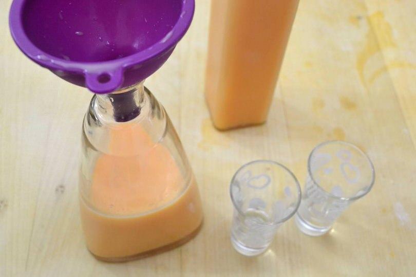 10 versare nella bottiglia