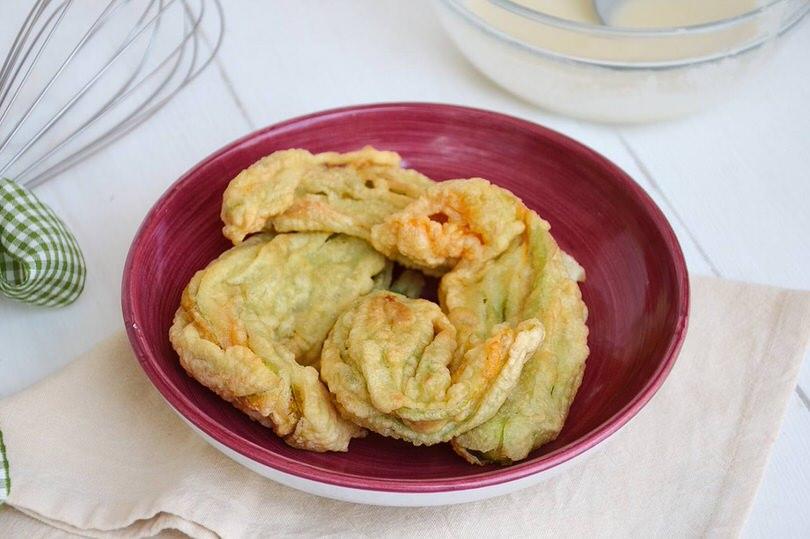 Fiori di zucca fritti ricetta fiori di zucca fritti di for Pastella per fiori di zucca fritti