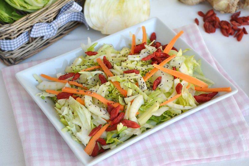 Insalata con bacche di goji e semi chia ricetta for Insalate ricette