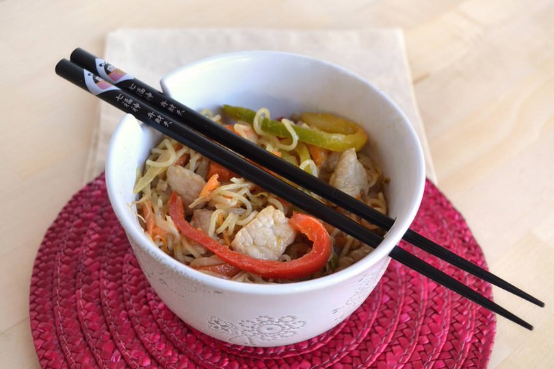 Noodles con maiale in agro