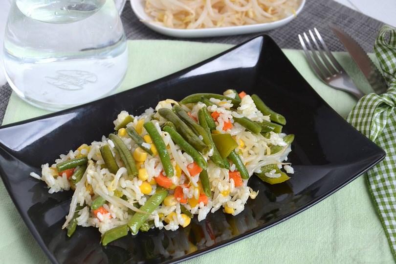 insalata riso vegetariana