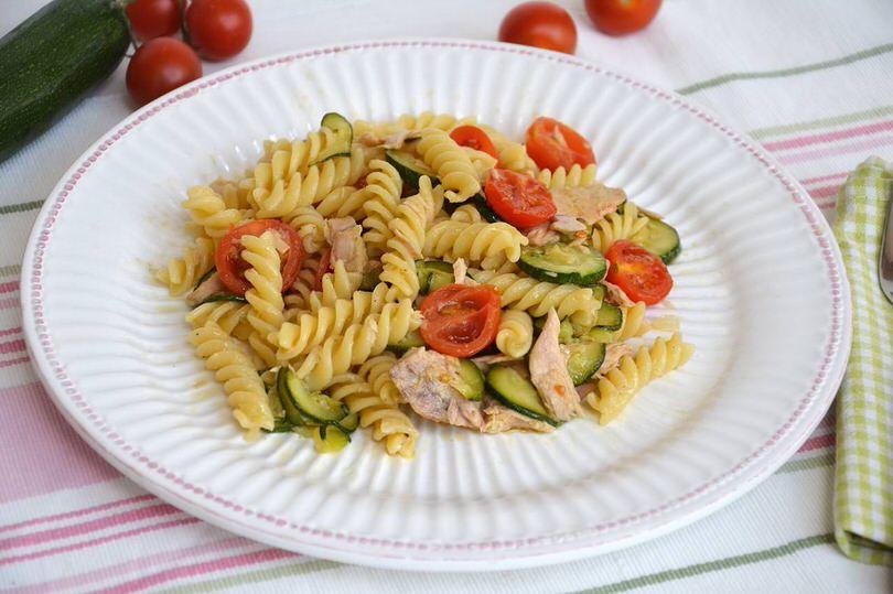 pasta con zucchine e tonno ricetta pasta con zucchine