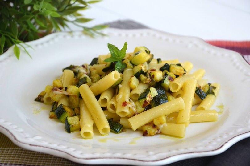 Pasta con le zucchine ricetta pasta con le zucchine di for Spaghetti ricette